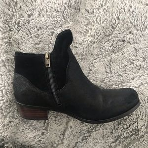 UGG ankle snow boot. Size 5
